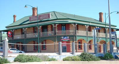 Lovely old pub at Streaky Bay, lots of old buildings around WA/SA